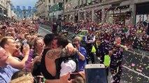Un policier demande son copain en mariage à la Gay Pride de Londres