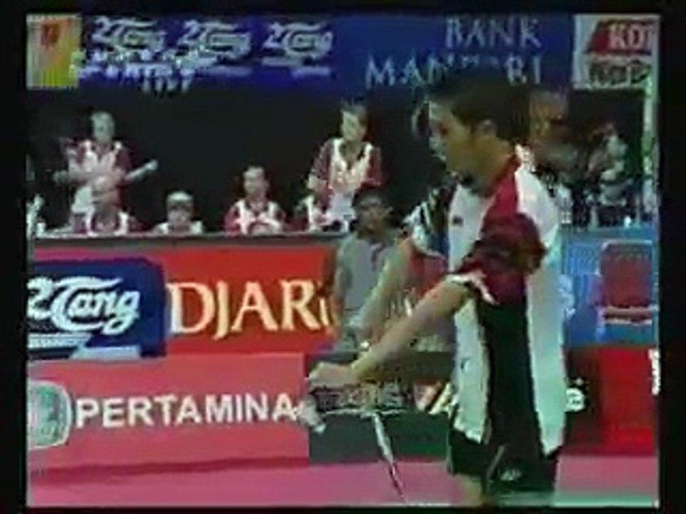 Taufik Backhand smash badminton - video Dailymotion