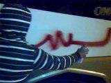 الرجل البخاخ يسقط النظام على باصات جامعة القلمون الخاصة في ديرعطية 22 10 2011