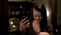 Elle décide de prendre un selfie pour l'envoyer à son amoureux, mais ce qu'elle voit sur la photo mettra fin à son exist