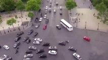 Le trafic de dingue de la place de l'étoile vu de l'arc de Triomphe à Paris