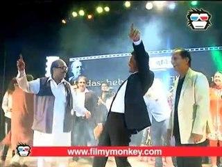 Shahrukh dances with joy while recieving the 'Dada Sahab Phalke Award'