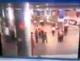Atatürk Havalimanında Canlı Bomba Patlama Anı - Atatürk Havalimanı Patlama anı Görüntüleri (1)