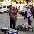Un faux mendiant amputé pris en flag par des passants