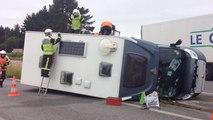 Un camping-car se renverse sur la RN165