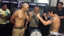 Un combattant MMA balance son urine au visage de son adversaire