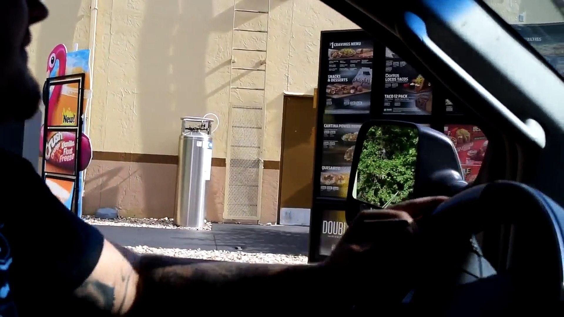 Blague du klaxon de train à un drive-in (Instant karma)