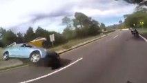 Cette automobiliste tire le frein à main en plein milieu de la route