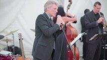 Grosse surprise quand Bon Jovi vient chanter à ton mariage