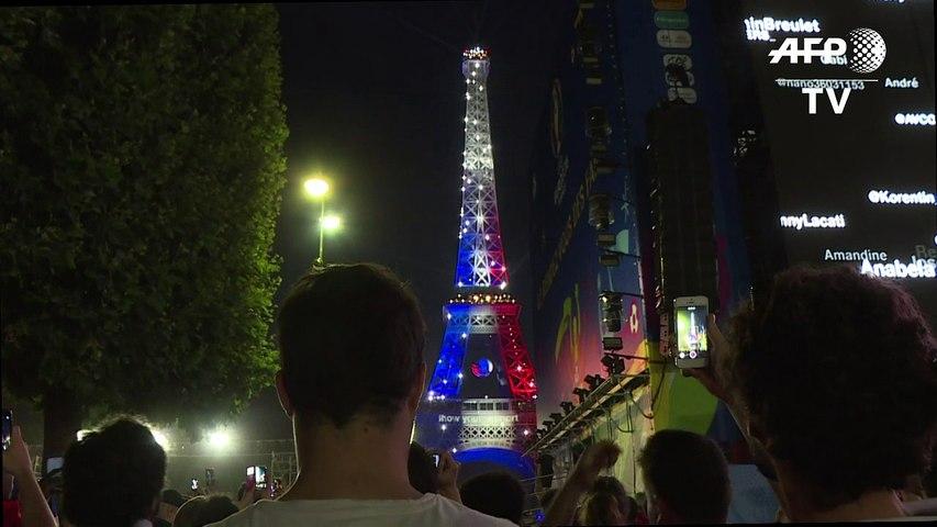 Euro 2016: La Tour Eiffel en bleu-blanc-rouge