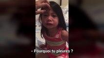 Une petite fille pleure car sa grande soeur à ses règles