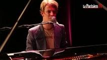 Tom Odell chante « Another Love » pour Le Parisien
