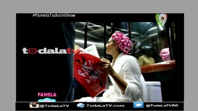 Pamela Sued se sienta en un inodoro en medio de un ascensor-Pamela Todo un Show-Video
