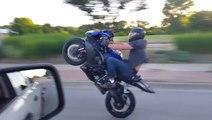 Une roue arrière qui ne se finit pas très bien pour ce motard
