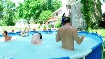 Une piscine remplie de 10 000 000 de spitballs, c'est billes qui gonflent dans l'eau