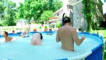 Une piscine remplie de 10 millions de spitballs, ces billes qui gonflent dans l'eau!