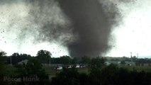 LOUD TORNADO RIPS ROOF OFF HOUSE - Deadly EF4 Wynnewood Oklahoma Tornado Video in 4K