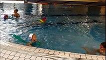 Les enfants apprennent à nager gratuitement à Villard de Lans