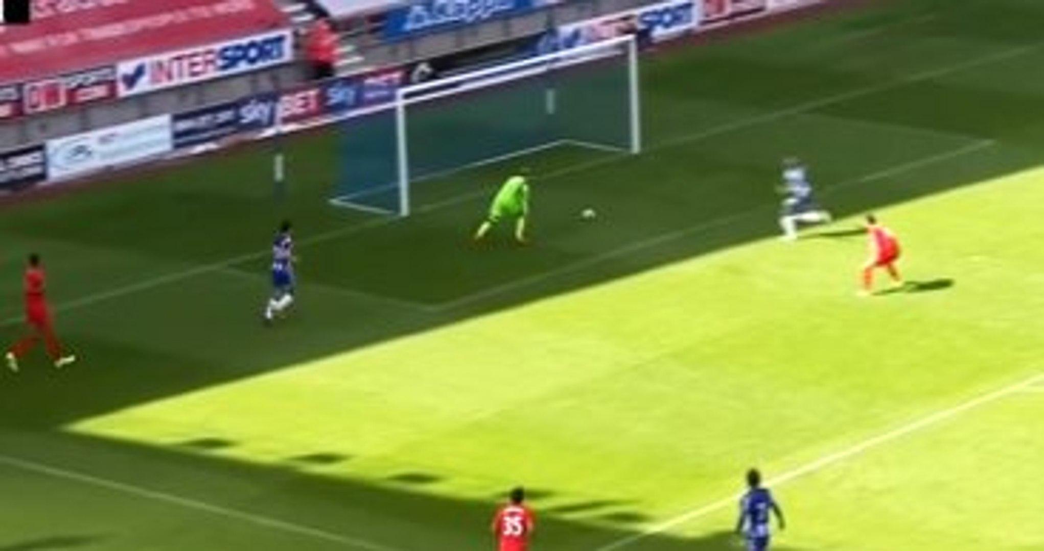 Liverpool'un Yeni Transferi Karius, İlk Maçında Fena Çuvallıyordu