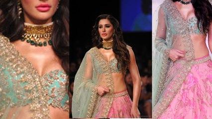 Nargis Fakhri Walks For Anushree Reddy At LFW || Bollywood News || Vianet Media