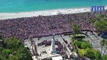 Minute de silence à Nice au théâtre de Verdure vue du ciel - 42000 personnes rassemblées