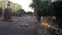 Chauffard débile et violent rattrapé par son karma : road rage et crash violent