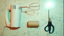 Ce mec met un rouleau de papier toilette sur un batteur électrique. La raison va changer votre vie !