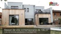 Maison de ville en toit terrasse et bardage bois réalisée par Maisons BATI SUD