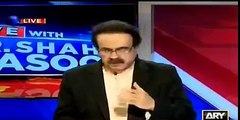 See how Amir Liaqat is insulting Dr Isharaqt ul Ibad on his face - Dr Shahid Masood played the clip in his program