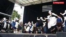 Danse bretonne. Kerfeunten sur la plus haute marche