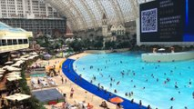 """Chine : vacances à la mer dans le """"plus grand bâtiment du monde"""""""