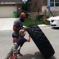 Un ancien marine handicapé montre à un enfant qu'il peut continuer à courir malgré son handicape !