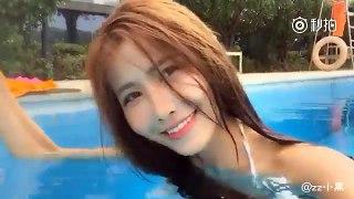 化妆师在游泳池中化妆  Make up in the Swinning pool