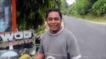 Ce cinglé ouvre une noix de coco avec les dents