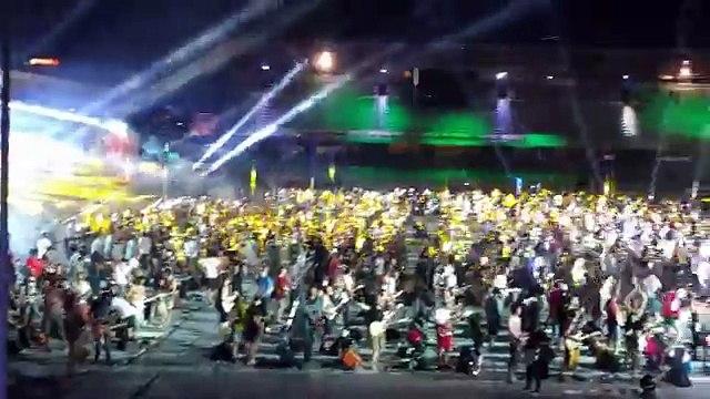 1200 musiciens jouent Smells Like Teen Spirit