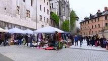 La Place du Village : Rencontres à la brocante de printemps à Chambéry
