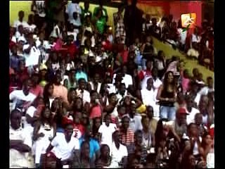 Ambiance torride avec Titi et Sa Nekh à Demba Diop. Regardez