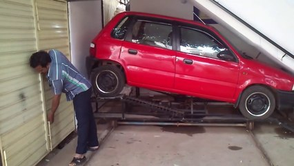 Cet homme malin construit un garage sous son escalier !