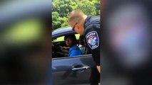 Des policiers arrêtent des automobilistes pour leur donner des glaces usa