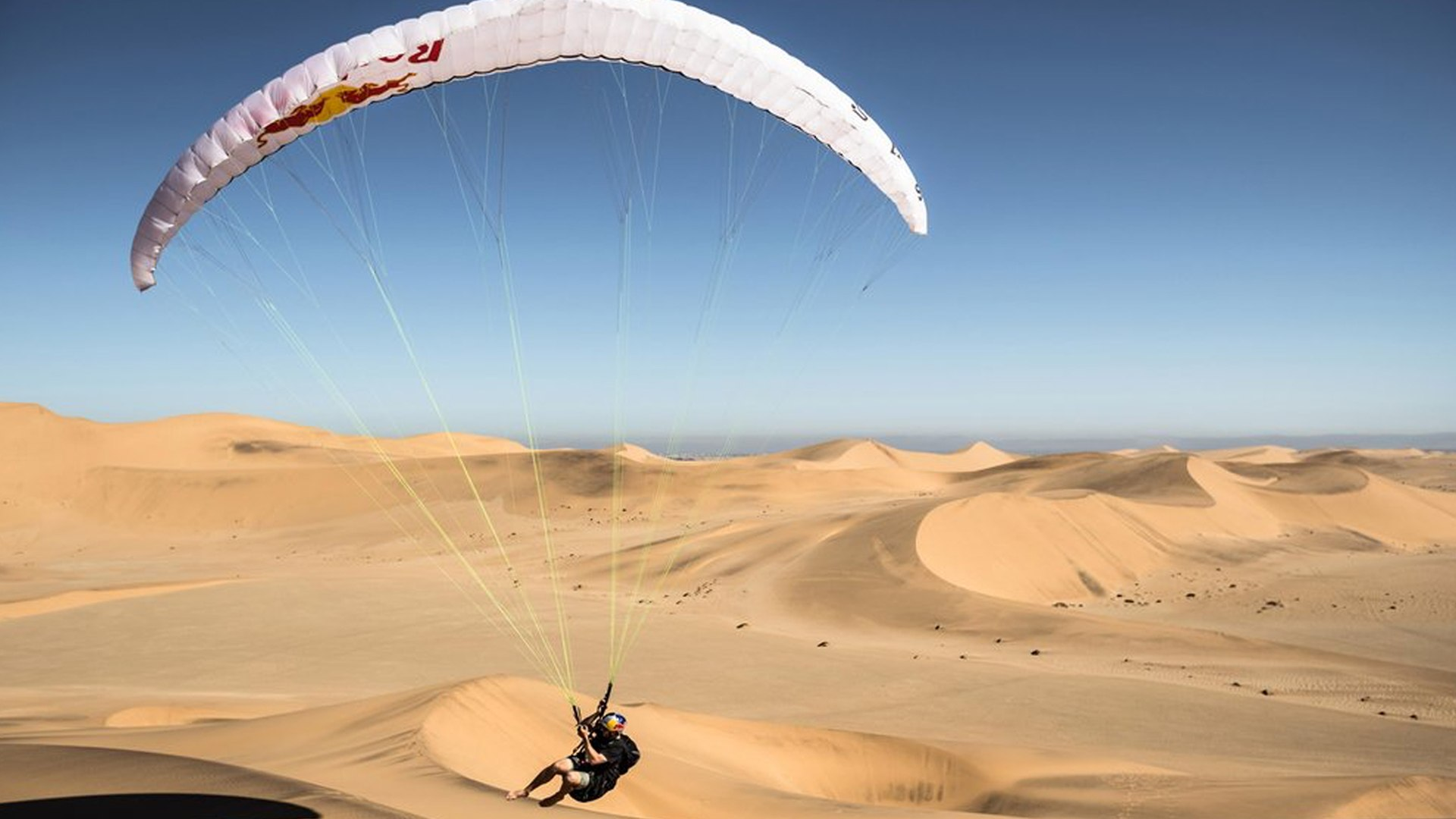 Acrobatic Paragliding the Huge Sand Dunes of Namibia