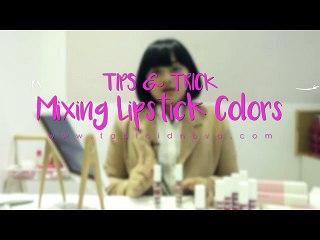 Tips Mencampur Warna Lipstik Ala Lizzie Parra