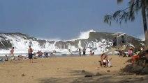 Des vagues géantes dans un spot juste magnifique - laya Puerto Nuevo in Vega Baja, Puerto Rico