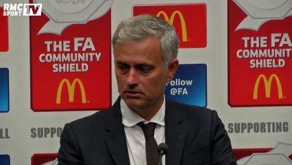 Un journaliste s'endort pendant la conférence de presse de Mourinho