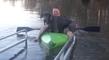 Il insiste pour emmener son énorme chien faire du canoë kayak