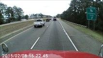 Ce conducteur perd le controle de sa voiture mais a tout de meme beaucoup de chance