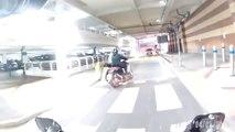 Ce motard tombe sur des voleurs de vélo et se fait frapper par eux en voulant alerter la police !