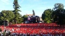Cérémonie d'ouverture de la Feria de Dax : les festayres agitent leur foulard