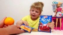 Кукла Барби и повар Ника готовят желе в апельсинах. Видео для детей. Barbie Doll