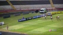 ENTROU OU NÃO ENTROU?! Daniel Borges tira a bola em cima da linha e evita gol da Portuguesa