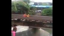 6 enfants inconscients se cachent sous les rails à l'arrivée du train